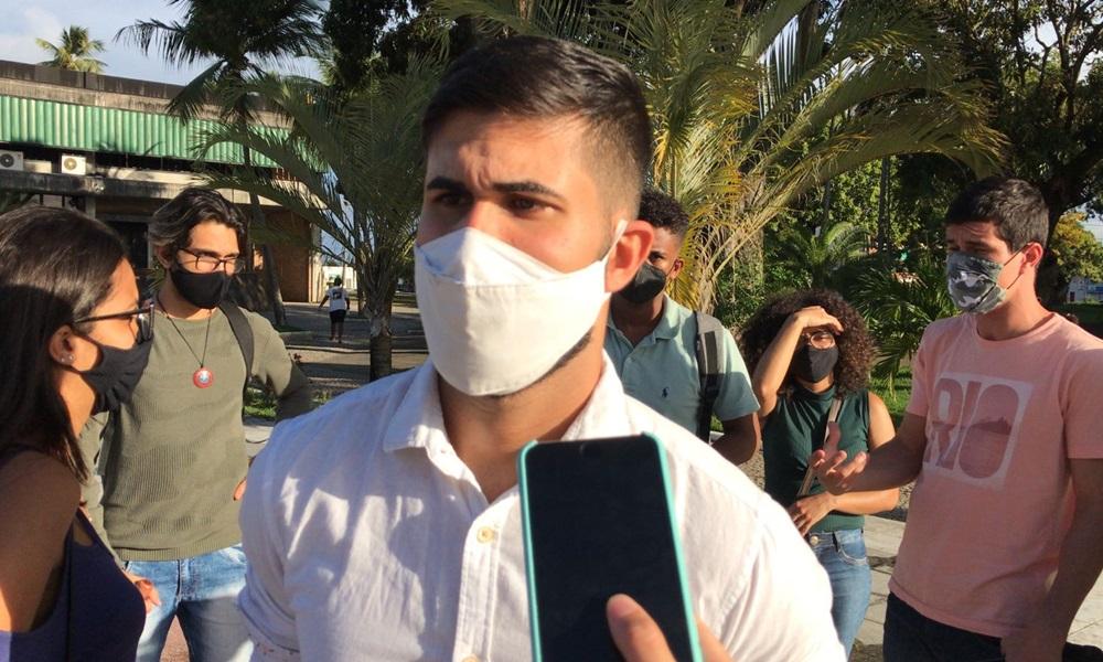 Estudantes reivindicam retorno do transporte universitário em Camaçari após retorno de aulas práticas nas instituições