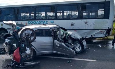 Acidente envolvendo três veículos deixa um ferido e trânsito lento na Via Parafuso