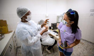 Covid-19: vacinação de adolescentes sem comorbidade segue suspensa em Camaçari; veja quem pode se vacinar