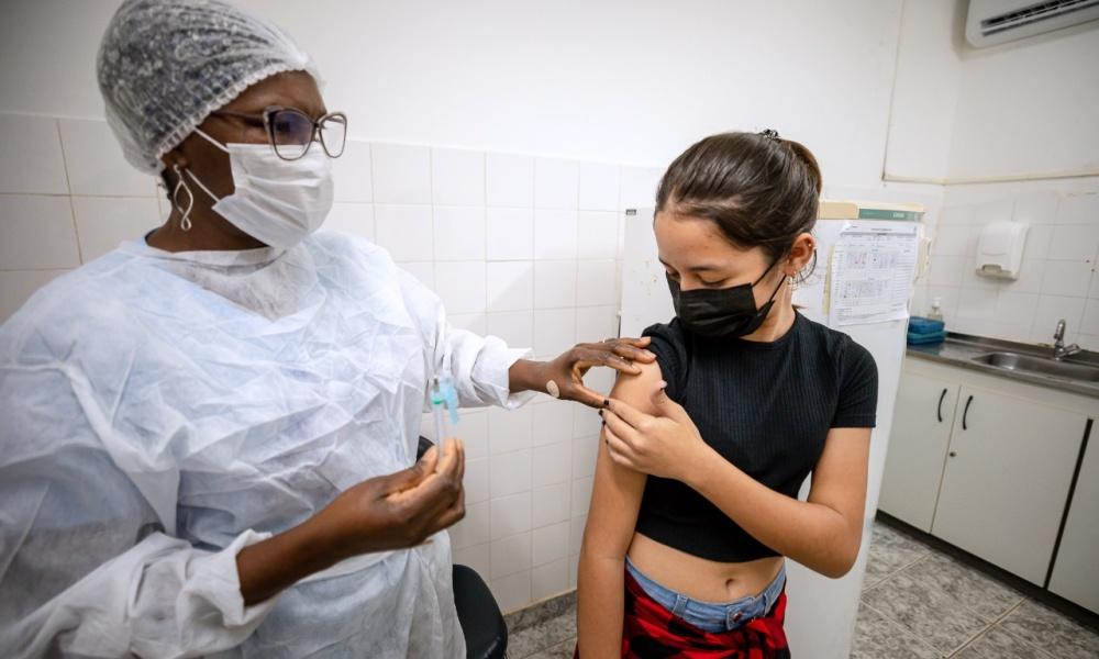 Camaçari retoma vacinação contra Covid-19 para pessoas acima de 12 anos