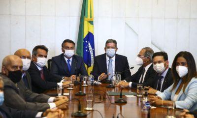 Bolsonaro entrega medida provisória para substituir o Bolsa Família