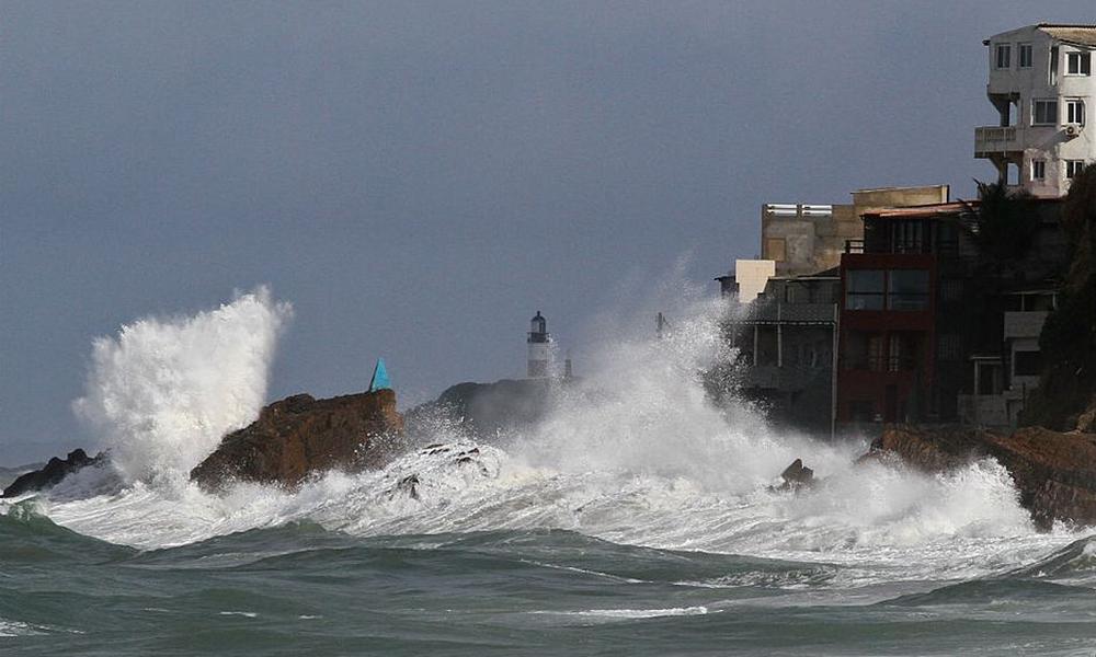 Marinha emite alerta de ressaca com ondas de até 2,5 metros na Bahia