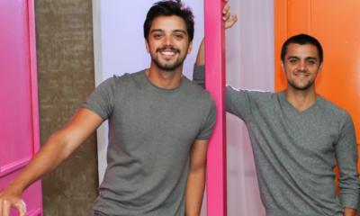 Irmãos Rodrigo e Felipe Simas vão interpretar Chitãozinho e Xororó em série