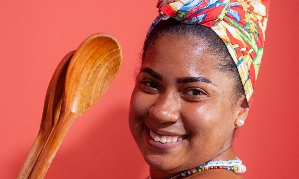 Workshop virtual com afrochef Paloma Zahir ensinará modos de preparo do caruru