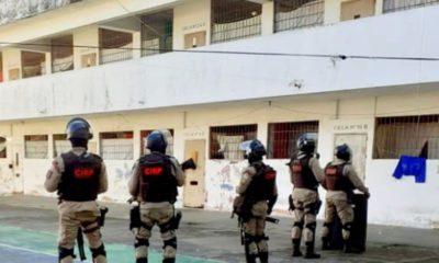 Durante revista, policiais encontram drogas e 45 celulares no presídio de Simões Filho