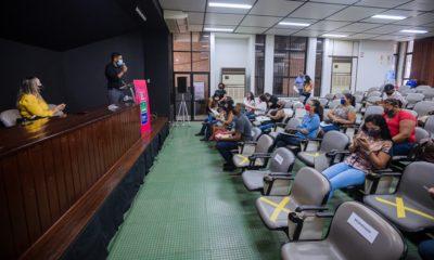 Mais 30 títulos de legitimação fundiária são entregues a moradores da Nova Vitória