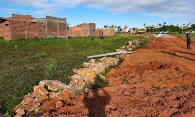 Sedur derruba muros e cercas consideradas irregulares na localidade da Caraúna