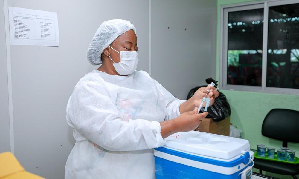 Camaçari inicia vacinação contra Covid-19 de adolescentes de 16 anos acima nesta quinta-feira