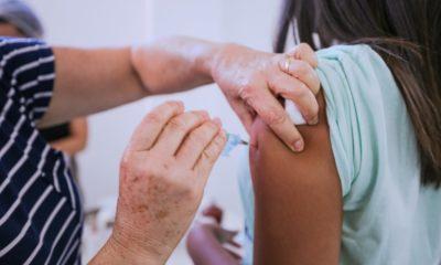 Primeira dose contra Covid-19 continua apenas para população de 18 anos acima neste sábado em Camaçari