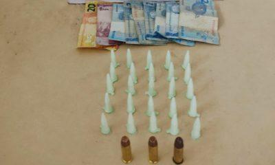 Polícia prende dois homens com 25 pinos de cocaína e munições em Dias d'Ávila