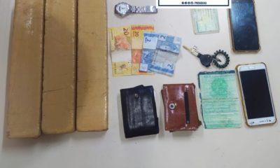 Dupla é presa com três tabletes de maconha em Lauro de Freitas