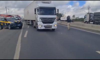 Trânsito é liberado na BR-116 em Feira de Santana após paralisação de caminhoneiros