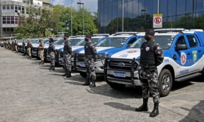 Rui Costa entrega 49 viaturas para a PM e anuncia blindagem dos veículos