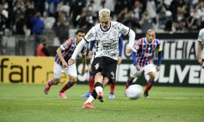 Bahia continua na zona de rebaixamento após perder de virada para o Corinthians