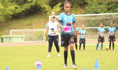 Projeto Oportunidade Através do Esporte está com vagas abertas gratuitas para escolinha de futebol feminino em Camaçari