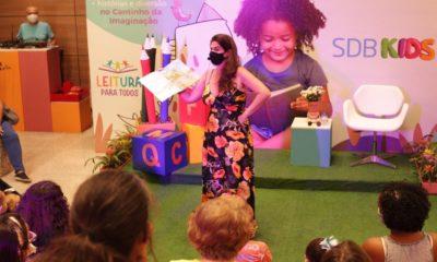 Shopping da Bahia promove sessões de contação de história durante o mês das crianças