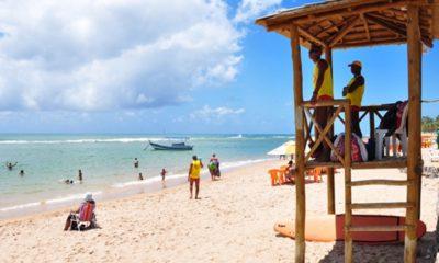 Defesa Civil alerta sobre banho de mar seguro nas praias de Camaçari durante alta estação